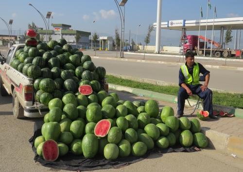 Watermeloen te koop langs de snelweg