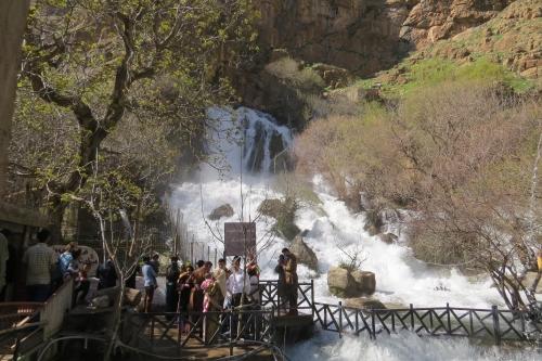 Bij één van de watervallen